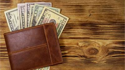 Teen praised for turning in wallet